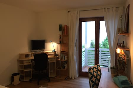 Quiet, clean, close to the city center - Huoneisto