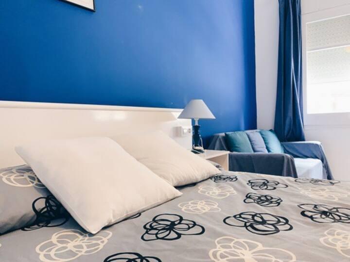Doble amb bany en hostal tranquil a Portbou 1 llit
