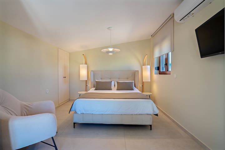 All bedrooms are sunny, airy and equipped with 32'' HDTVs.