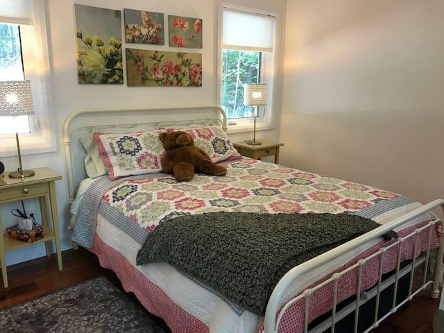 Belle chambre rustique dans une superbe résidence.