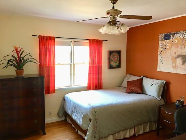 Cozy Bedroom in Quaint Neighborhood