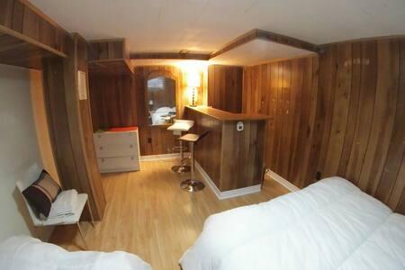 BEDROOM 2 YONGE & FINCH TTC/SUBWAY/GO - Toronto - Ház
