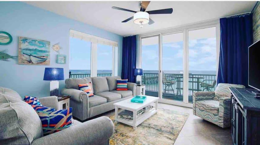 *Beachfront!* Panoramic views of the Emerald Coast