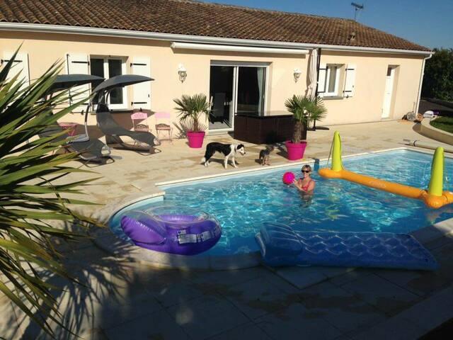 Accès à la terrasse et à la piscine