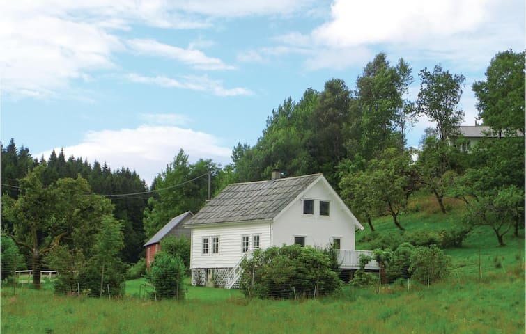 Holiday cottage with 3 bedrooms on 120 m² in Sunde