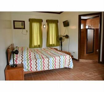 HEIDI'S CABIN 1- Modern  1 Bedroom Cabin for 7 pax