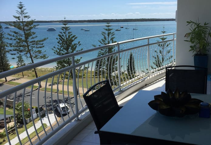 SPA APARTMENT WITH BROADWATER VIEWS - Biggera Waters - Apartment
