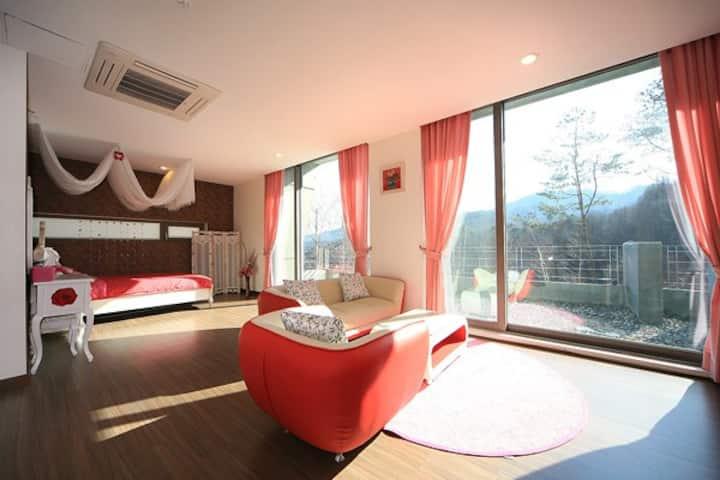Pyeongchang Sky Forest Hotel #201(평창펜션 하늘 숲 201호)