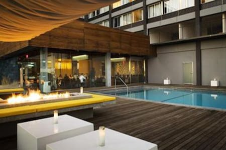 DOWNTOWN LA CITY VIEW POOL SUITE B - Los Angeles - Apartment