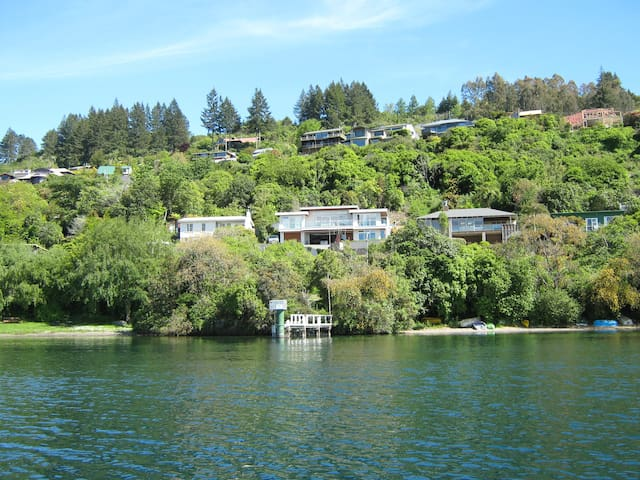 Acacia Bay, Taupo, Waterside, 5-bed Apartment