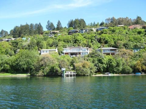 Acacia Bay, Taupo, Waterside, 5-bed Apartment