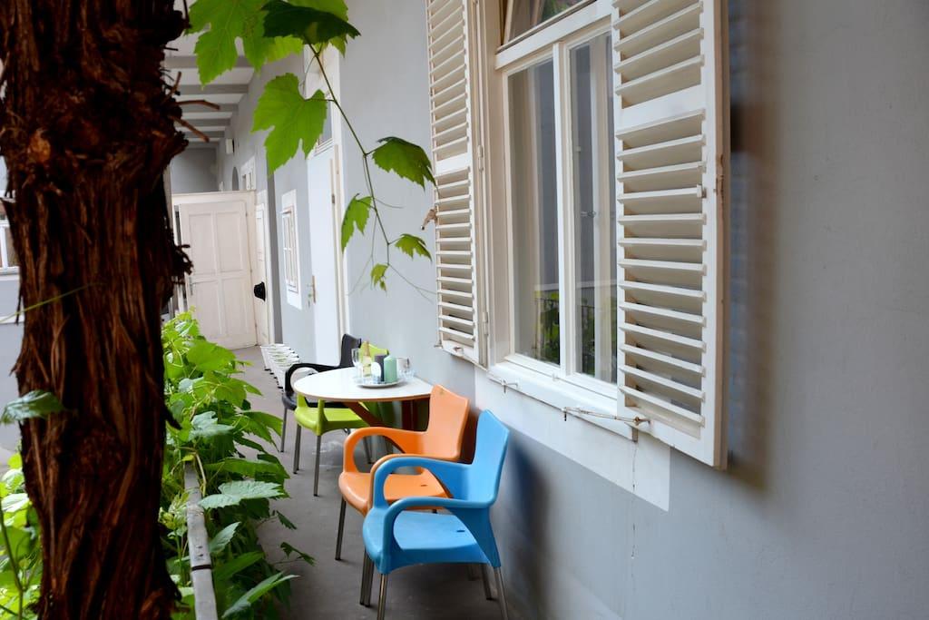 im zentrum ruhige wohnung gr ner balkon wohnungen zur miete in graz steiermark sterreich. Black Bedroom Furniture Sets. Home Design Ideas