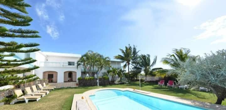 Villa Radani - Sleeps 4 to 15- Charming & Discreet