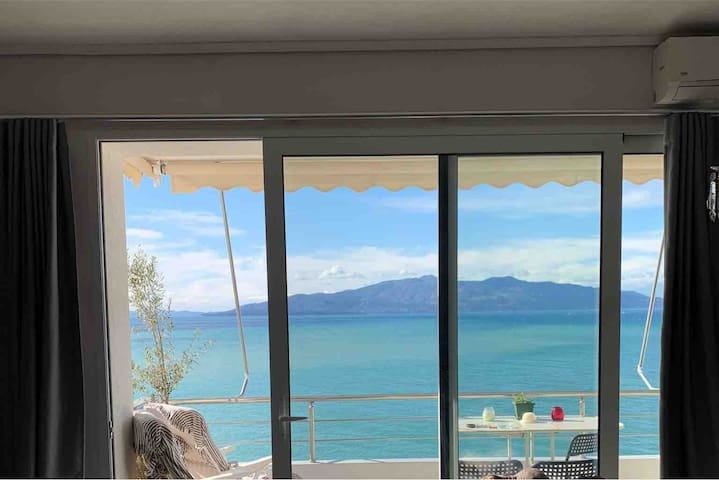 Lana's Saranda great sea view apartment cosy stile