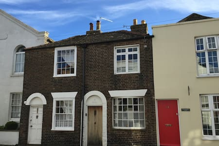 Period Coastal Cottage - Deal