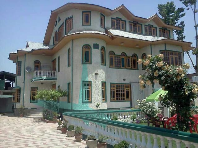 A beautiful Bungalow - Srinagar - Dom