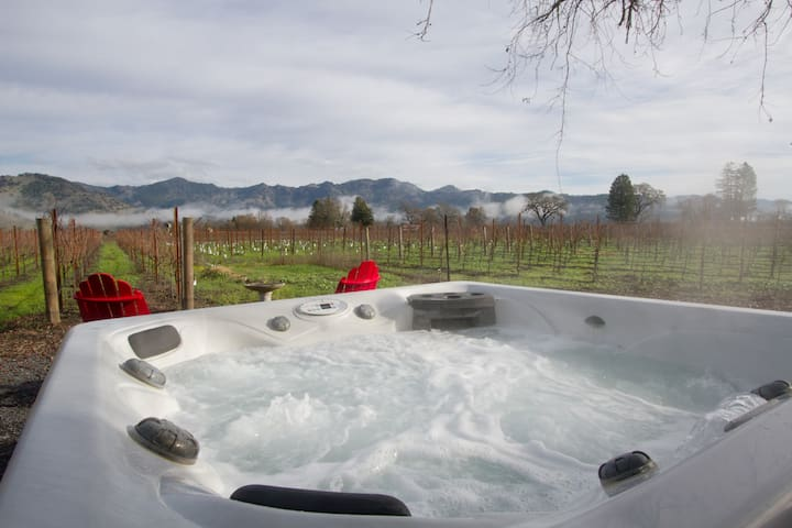 Calistoga/Napa/Cottage-HotTub,Fireplace,3min2twn