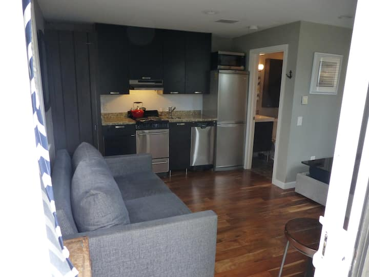 Cozy Studio located in the West End with Parking!