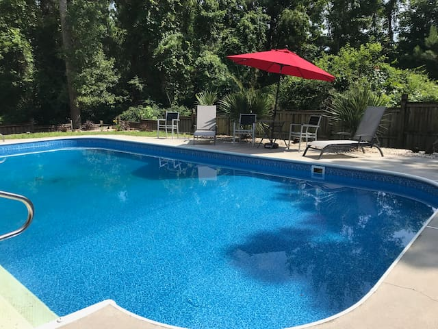 Southern Style with large pool - Newly renovated