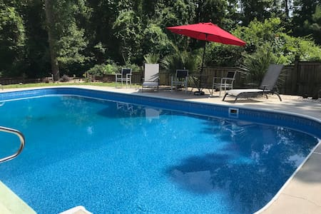 Large pool, southern charm, recently renovated
