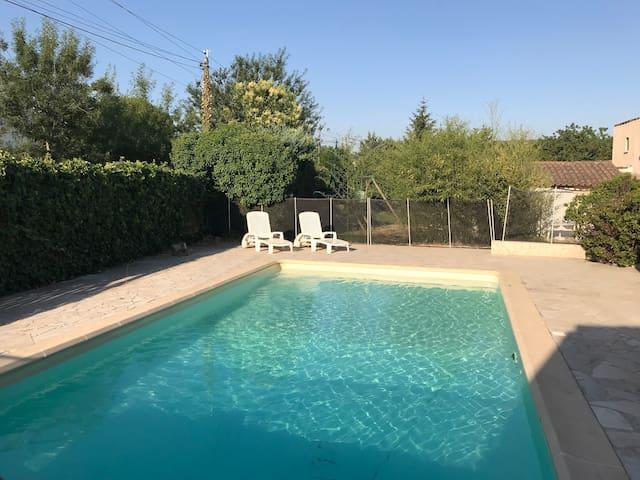 Studio pour 2 avec piscine à partager