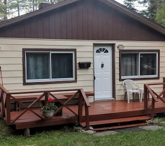 Nature Cottage & Large Land- 1 hr from Montreal