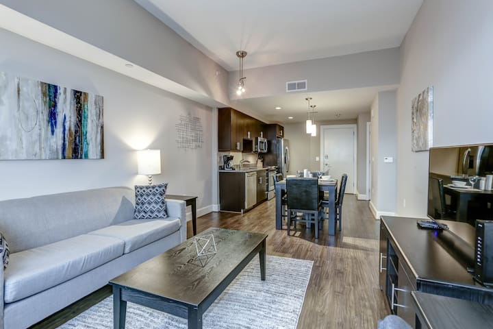 Luxury Apartment in Heart of Reston Town Center