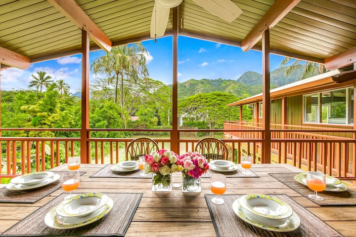 Tropical paradise, Mountain views, walk to the beach. 2 Homes in Haena