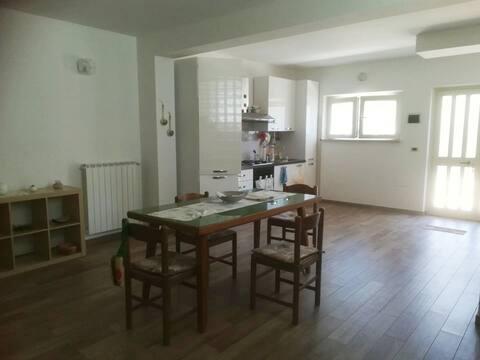 Bonito apartamento de dos habitaciones cerca del mar.