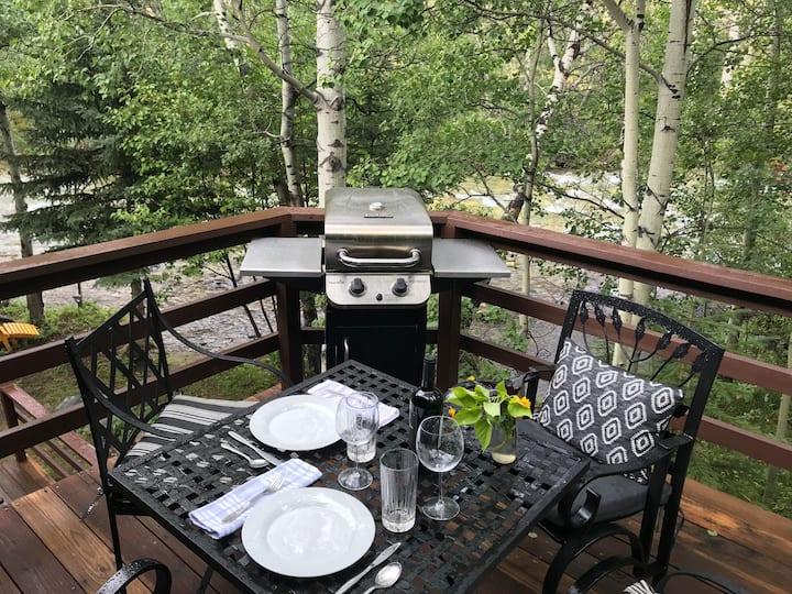 Sanctuary Guest Cabin on Rock Creek, Red Lodge, MT