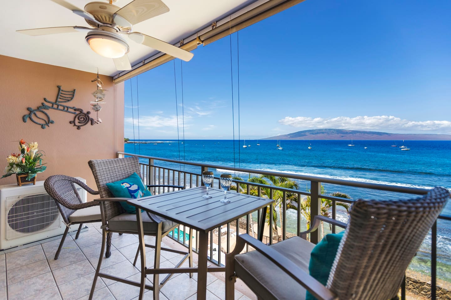 Stunning panaromic oceanview on a perfect 4th floor condo, walk to beach, grocery shopping, restaurants and the historic town of Lahaina