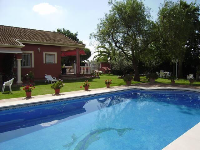 chalet rural, a 8 km de la ciudad, - Córdoba - Hus