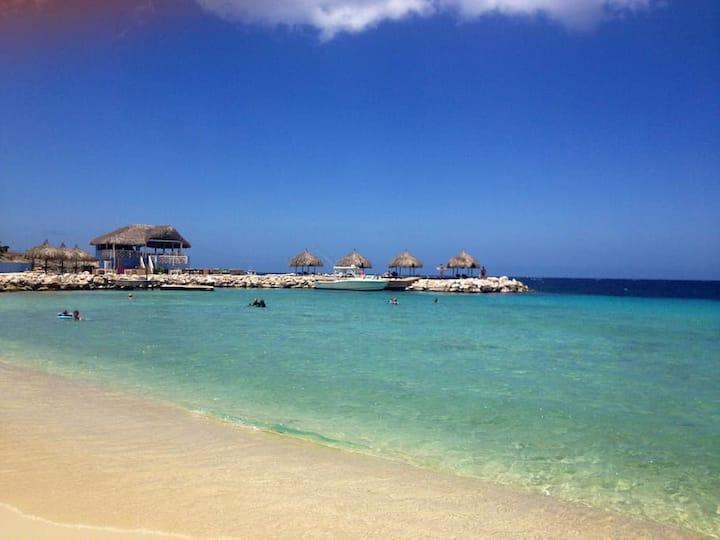 Blue Bay Beach Villa Sol - Fully Air Conditioned