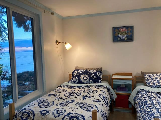 2nd bedroom also has 2 single beds and limited view to the ocean as it is at North East corner. Very quiet and best room if you want to avoid morning sun to sleep in late