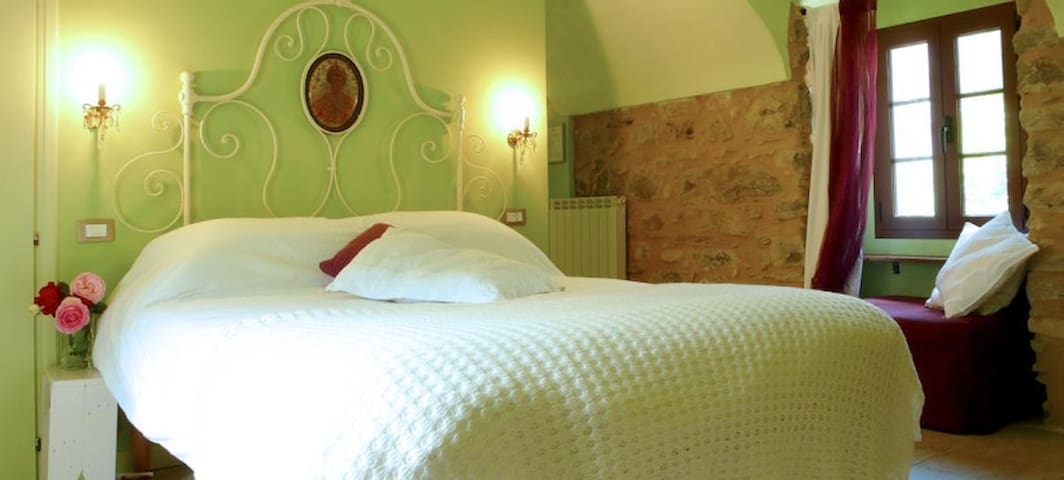 "B&B La Pecora Nera ""Room Menta"" - Rocchetta Nervina - Bed & Breakfast"