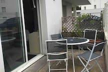 11m2 de terrasse pour profiter au mieux de l'été. Un parasol est mis à votre disposition!