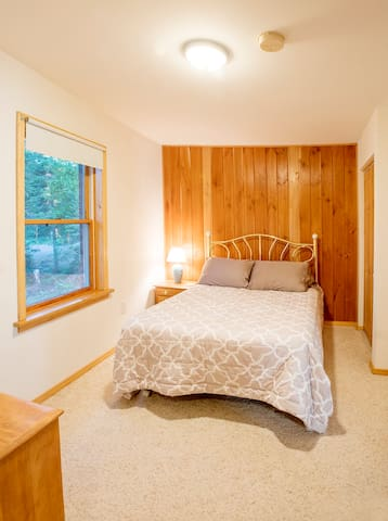 Guest Bedroom - Full sized bed.