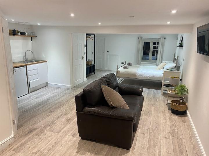 Newly refurbished studio flat, Aberystwyth!