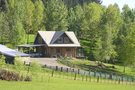 Cosy Log House on 5 acres plus