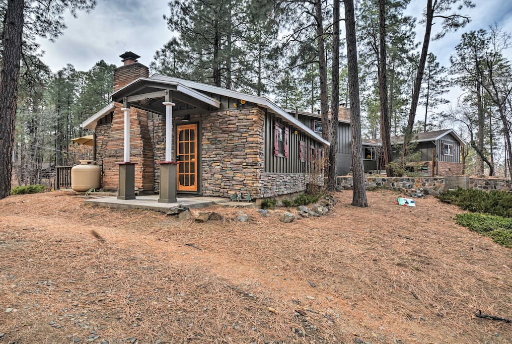 This lovely cabin is located in the historic Groom Creek community.