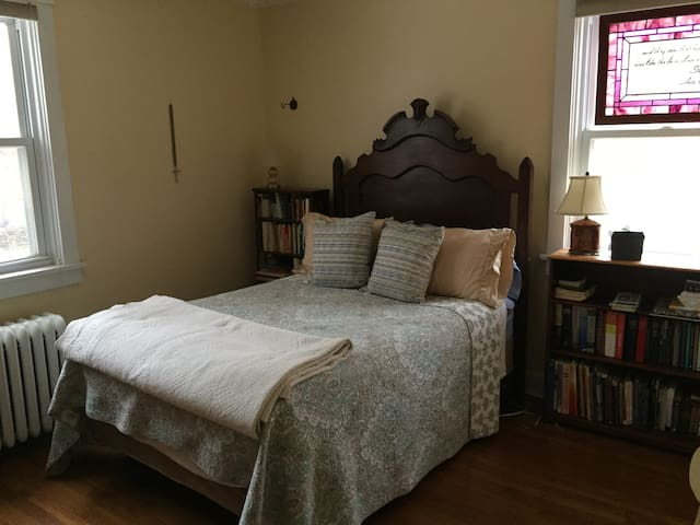 Comfy bedroom with double bed in Pittsburgh suburb - Pittsburgh - Dom