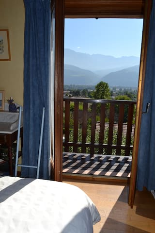 Chambre tres calme vue imprenable sue belledonne - Montbonnot-Saint-Martin - Bed & Breakfast