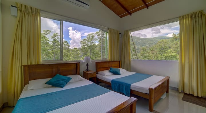 Hanthana Holiday Rooms - Deluxe King Room