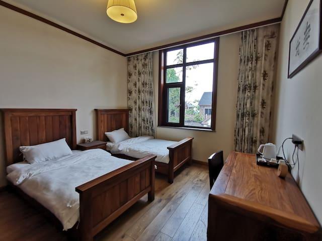 此房间为标间,床宽1.2米。