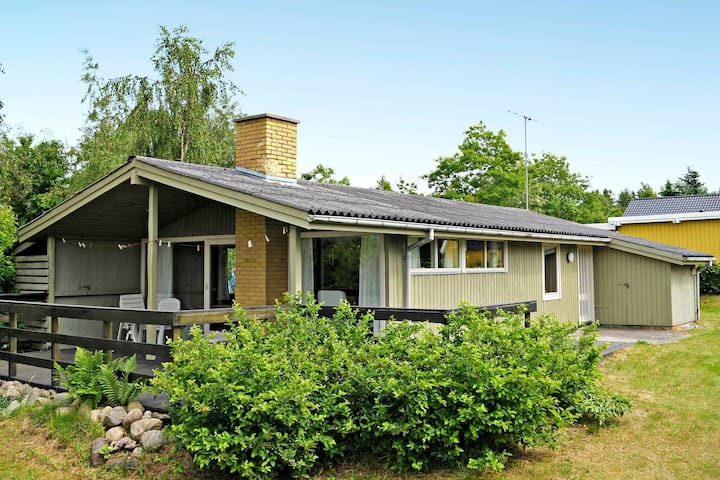 Comfortable Holiday Home in Glesborg with Roofed Terrace