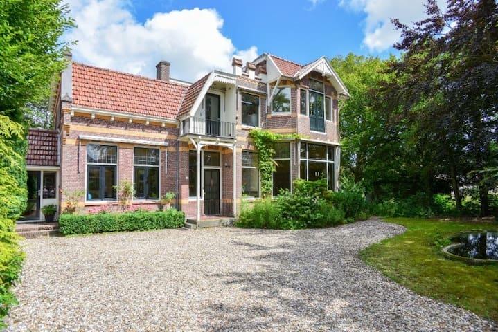 Stijlvol huis in pittoresk dorp - Hoogwoud - วิลล่า