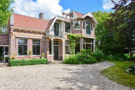 Stijlvol huis in pittoresk dorp - Hoogwoud - Villa