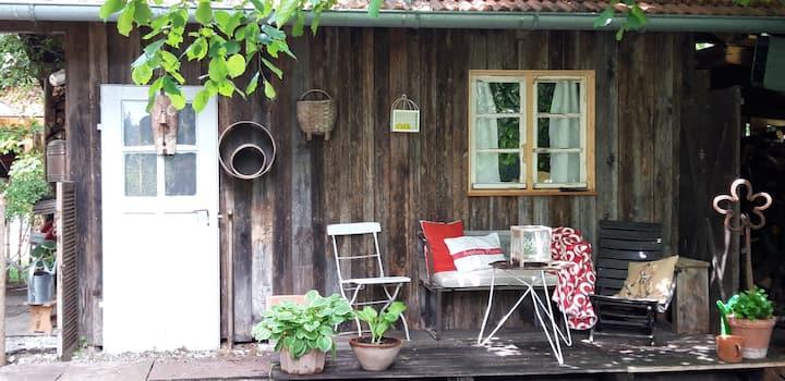 Cosy Woodhouse/ Holzhütte de luxe /Ride & Sleep