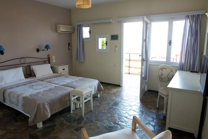 Value for money Studio with great Sea View & WiFi!