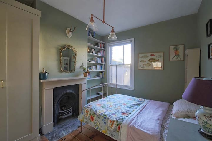 Room in a lovely house by London Fields